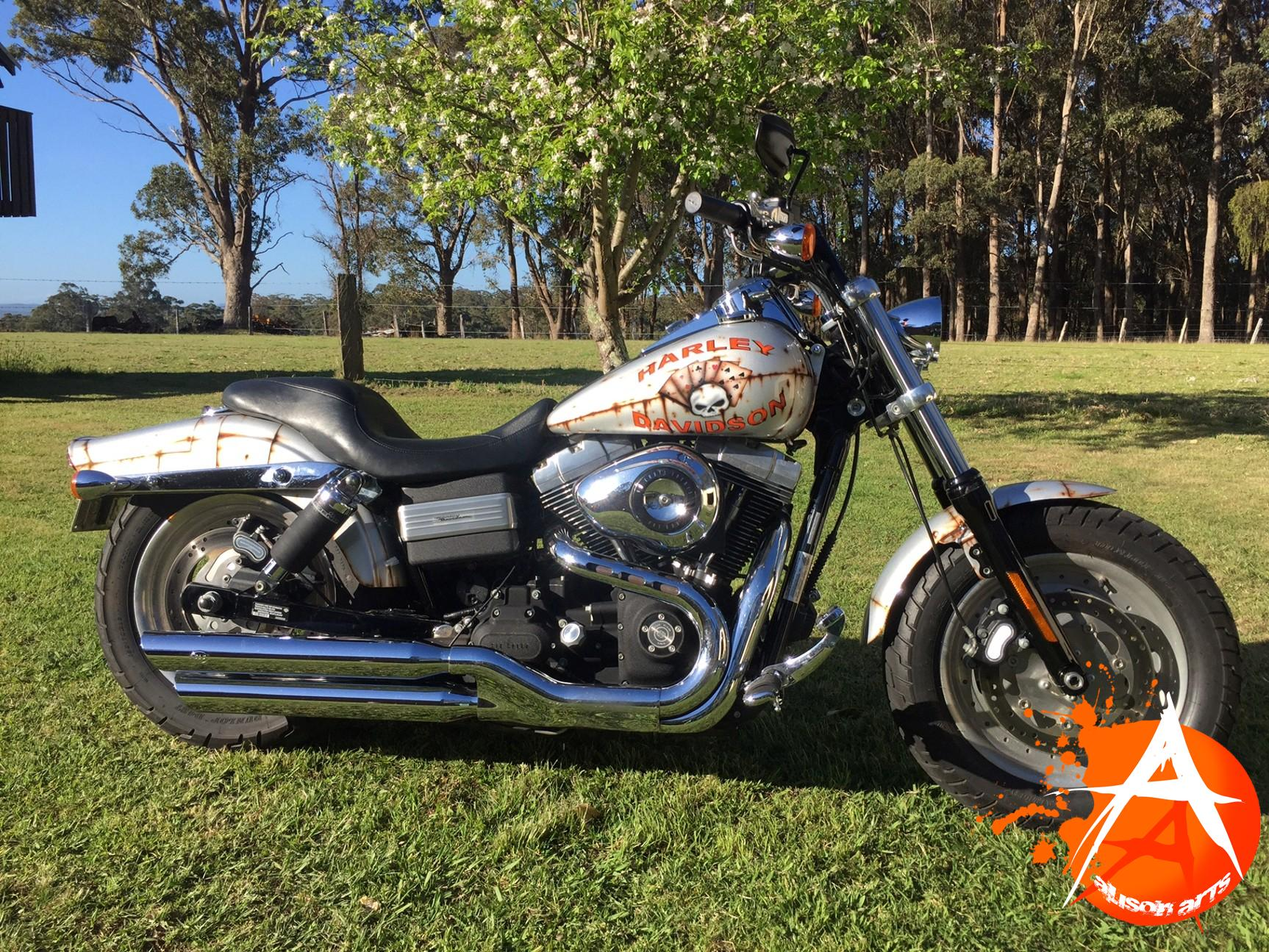 Custom airbrushed Harley Davidson - rusty design
